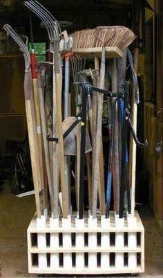 Варианты хранения инструмента на даче