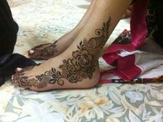 Leg henna art