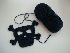 Crochet skull by Hilaria Fina  #skull #crochet #applique