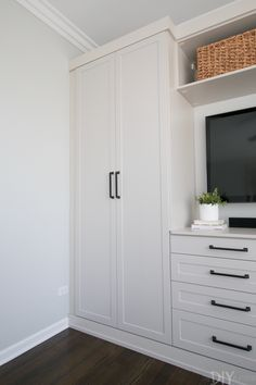 closet for small bedroom built ins * closet for small bedroom ; closet for small bedroom ideas ; closet for small bedroom wardrobes ; closet for small bedroom diy ; closet for small bedroom built ins Built In Cupboards Bedroom, Bedroom Wall Units, Bedroom Built Ins, Built In Dresser, Closet Built Ins, Master Bedroom Closet, Shelves In Bedroom, Bedroom Wardrobe, Built In Cabinets