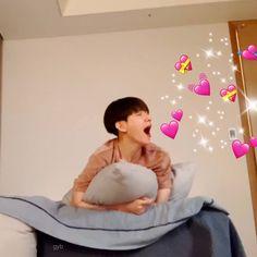 Meme Faces, Funny Faces, Baekhyun Fanart, Heart Meme, Exo Memes, Yesung, Funny Stickers, Chanbaek, Reaction Pictures