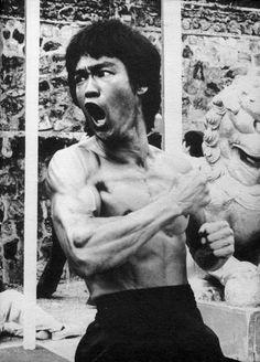 The original badass Mr Bruce Lee Karate Legend Brandon Lee, Kung Fu, Bruce Lee Frases, Bruce Lee Martial Arts, Jeet Kune Do, Bruce Lee Photos, Ju Jitsu, Enter The Dragon, Martial Artists