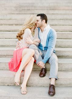22 Creative Engagement Photo Ideas for Spring.... this one on the porch of the capitol building?