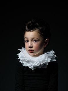 Afficher l'image d'origine Rembrandt Portrait, L'art Du Portrait, Art Photography Portrait, Children Photography, Creative Portraits, Studio Portraits, Renaissance Portraits, Dibujos Cute, Historical Art
