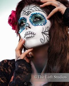 The sugar skull face painting is a chance to overcome your fear of death and get in touch with your darker side. Whimsical Halloween, Halloween Kostüm, Halloween Face Makeup, Vintage Halloween, Halloween Costumes, Sugar Skull Face, Sugar Skull Makeup, Sugar Skulls, Dead Makeup