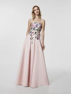 ¿Estás buscando un vestido de fiesta? Este es un vestido largo de color rosa pálido  (modelo GLAYO) con un escote delantero tipo bañera . Vestido de la línea evase sin mangas (mikado y bordado hilo)
