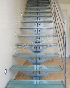 Photo DT26 - ESCA'DROIT®. Escalier droit intérieur design acier et verre sur limon central pour une décoration contemporaine.