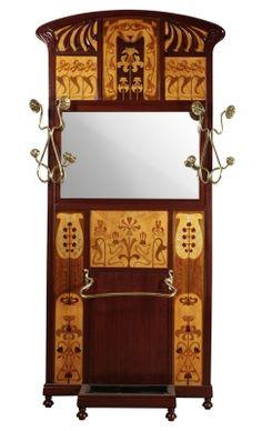 35005856. HOMAR MEZQUIDA, Gaspar (Bunyola, Mallorca, 1870 – Barcelona, 1953). Paragüero en caoba, con marquetería de frutales y latón. Medidas: 230 x 117 cm.