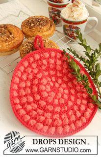 "DROPS Extra - Crochet DROPS pot holders, 1 round with bobbles and 1 hexagon pot holder, in ""Paris"". - Free pattern by DROPS Design Crochet Potholder Patterns, Crochet Dishcloths, Knitting Patterns Free, Free Pattern, Free Knitting, Drops Design, Crochet Kitchen, Crochet Home, Crochet Gratis"
