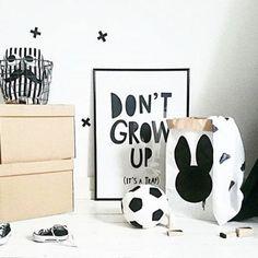 Pôster Quadro Minimalista Preto e Branco Infantil Don't Grow Up
