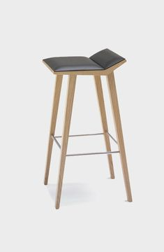 Moody bar stool, Andreu World
