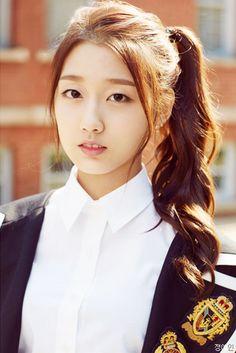 Name: Yein Jung Member of: Lovelyz Birthdate: ?.?.1998