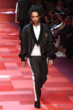 See the complete Dolce & Gabbana Spring 2018 Menswear collection.