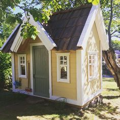 Bollstanäs i sitt original! #händig #hantverk #leksaker #hus #villa #barn #underbarabarnrum #barnrumsinspo #Inredning #lekstugor #trädgård #playhouse #playhouses #garden #littlehouses #home #cute #gullig #barnrum #friggebod #attefall #attefallshus #gäststuga #Lekehus #lekstuga #snickeri #hantverk #lektema Gullig fin vacker snygg Lekstuga beautiful cute playhouse Lektema Lekstuga från Lektema  #lekstuga #playhouse #lektema