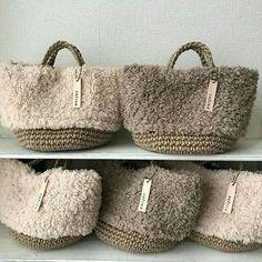 crochet t shirt yarn projects ; crochet t shirt yarn ; crochet t shirt yarn bag ; t shirt yarn crochet basket ; t shirt yarn crochet patterns free Crochet Handbags, Crochet Purses, Crochet Bags, Crochet Shirt, My Bags, Purses And Bags, Diy Sac, Yarn Bag, Basket Bag