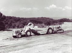 Cat D9 pushing Cat 666.D9G looks small behind the 666 wheel tractor scraper