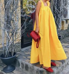 The perfect yellow maxi dress Casual Dresses, Fashion Dresses, Summer Dresses, Maxi Dresses, Looks Vintage, Mode Inspiration, Dress Up, Babydoll Dress, Yellow Maxi Dress