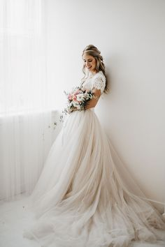 The most beautiful of all I love this look captured here by Tag someone you know … - Wedding Ideas Moon Wedding, Wedding Bells, Dream Wedding, Wedding Day, Modest Wedding Dresses, Bridesmaid Dresses, Bridal Gowns, Wedding Gowns, Ugly Dresses