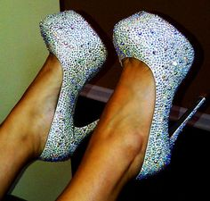 I WANT! I have black ones,but these I need, too!!