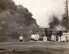 [Photo] Smoke from Battleship Row rises from behind the Supply Depot as seen from the Submarine Base, Pearl Harbor, Oahu, Hawaii, Dec Pearl Harbor Day, Pearl Harbor Attack, America Attack, Remember Pearl Harbor, Uss Arizona Memorial, Imperial Japanese Navy, Ww2 Photos, Rare Photos, Vintage Photos