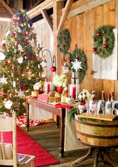 Plan a Midwest tree-trimming party! Tips:  http://www.midwestliving.com/homes/seasonal-decorating/christmas-tree-trimming-party/page/0/0