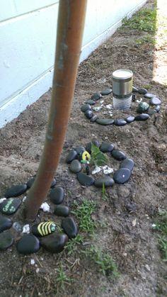 Clasificas tus pequeñas plantas, con piedras decoradas, aquí algunos diseño. Espero que les guste