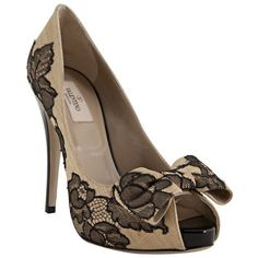Valentino nude floral lace bow detail platform pumps (46.425 RUB) ❤ liked on Polyvore featuring shoes, pumps, heels, sapatos, zapatos, women, valentino shoes, floral print pumps, pointy-toe pumps and valentino pumps