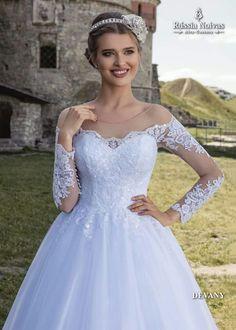 DEVANY: Romântico, lindo e encantador, assim é o vestido Devany. Para saber mais, acesse: www.russianoivas.com #vestidodenoiva #vestidosdenoiva #weddingdress #weddingdresses #brides #bride