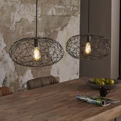 Reefs Interior - Lamp Letham This hanging lamp is made of welded metal. Since the lampshades are finished in black nickel, they get a slight shimmer. This gives a nice effect. Both caps hang f Pendant Lamp, Pendant Lighting, Casa Top, Lampe Decoration, Custom Lighting, Home Decor Styles, Hanging Lights, Interior Design Living Room, Interior Styling