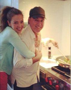 Tommy cocina pasta para Thalia mmm mmm