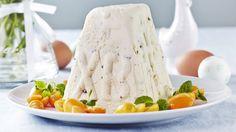 Perinteinen pasha on pääsiäisen suosikki jälkiruoka. Delicious Desserts, Dessert Recipes, Easter Dishes, K Food, European Cuisine, Easter Recipes, Feta, Camembert Cheese, Delish