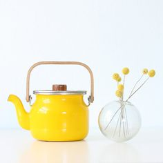 Retro Yellow Teapot by eBllalulu on Etsy chevron bedroom home decor interior decoration Yellow Teapot, My Cup Of Tea, Mellow Yellow, Bright Yellow, Shades Of Yellow, Happy Colors, Retro, My Favorite Color, Interior Inspiration