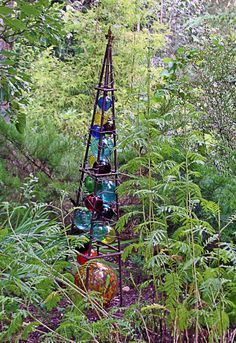 totem was created out of a garden obelisk that was filled with glass balls held in by copper wire.This totem was created out of a garden obelisk that was filled with glass balls held in by copper wire. Garden Whimsy, Garden Junk, Diy Garden, Garden Crafts, Dream Garden, Garden Projects, Upcycled Garden, Garden Sheds, Raised Garden Beds