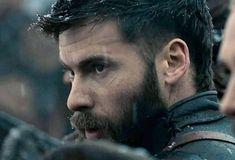 Uhtred De Bebbanburg, Arrow Comic, Alexander Dreymon, The Last Kingdom, Viking Warrior, Irish Men, Actors, Man Crush, Gorgeous Men