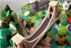 Briswool - the woolen model of Bristol England. Crochet Baby Toys, Crochet Toys Patterns, Crochet Home, Crochet For Kids, Amigurumi Patterns, Stuffed Toys Patterns, Knit Crochet, Cute Cat Drawing Easy, Fiber For Kids