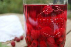 Smuk rød hindbærsnaps   Smuk, Vegetables, Vegetable Recipes, Veggies