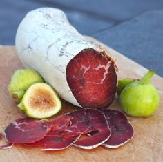 """The Cure of Cured Meat: """"This is going to be a word-heavy post, so I'm going to give you the money-shot right up front. I finally made bresaola! Sausage Recipes, Meat Recipes, Wine Recipes, Recipies, Charcuterie, Making Jerky, Italian Street Food, Meat Online, Italian Meats"""