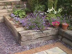 Ideas garden borders edging flower beds railway sleepers for 2019 Back Gardens, Small Gardens, Outdoor Gardens, Railway Sleepers Garden, Ideas Para Decorar Jardines, Garden Borders, Wood Garden Edging, Slate Garden, Garden Walls