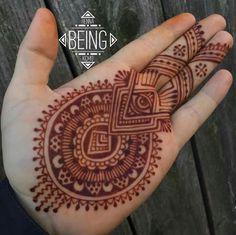 . Men Henna Tattoo, Henna Tattoo Designs, Mandala Tattoo, Mehendi, Arte Mehndi, Geometric Henna, Mandalas Painting, Wedding Henna, Henna Party