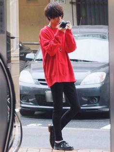 赤のビッグスウェット⏰ スキニーと革靴と白い靴下で中和させました〜! 《サイズ》