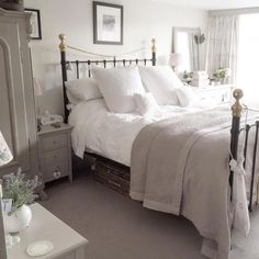 Cottage bedroom ideas photos gorgeous white grey bedroom guest room in bedroom decor cosy bedroom shabby chic bedrooms decorating shelves like joanna gaines Shabby Chic Grey Bedroom, Shabby Chic Living Room, Trendy Bedroom, Shabby Chic Furniture, Cosy Grey Bedroom, White Furniture, Cheap Furniture, Cosy Bedroom Romantic, Modern Bedroom