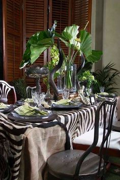 I like the look but I'd skip the horns and just use a zebra print table cloth. British Colonial Decor, African Theme, Beautiful Table Settings, Deco Table, Decoration Table, Tablescapes, Room Decor, Interior Design, Home