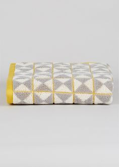 This geo design 100% cotton towel featuring grey and mustard hues will bring tribal style and colour to your bathroom. Dimensions: 90cm x 50cm.
