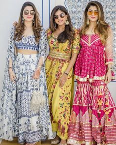 Bookmark this bridesmaid pose for your D day Best Friend Wedding, Next Wedding, Trendy Wedding, Bridesmaid Poses, Bridesmaid Outfit, Party Wear Indian Dresses, Indian Bridal Outfits, Indian Wedding Photos, Indian Wear