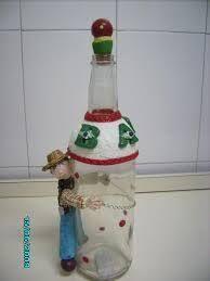 Resultado de imagem para garrrafas com bisciut Biscuit, Painted Coffee Mugs, Gift Ideas, Root Beer, Bottles, Presents, Tin Cans, Sugar Bowls, Decorated Bottles