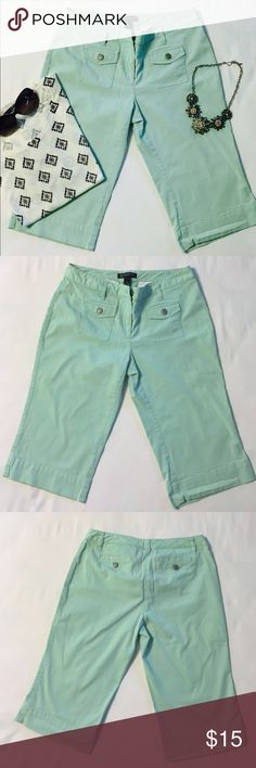 Women's Mint Capri's, Petite Perfect for the last days of summer and into the beginning of fall. Pair with a short sleeve blouse or long sleeve button up. 61% Cotton, 37% Rayon, 2% Spandex. Size 6 tag says Petite INC International Concepts Pants Capris