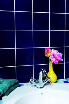Sådan så de malede fliser ud før. På de næste sider er der vejledning til, hvordan du maler fliserne Bathtub, Stuffed Peppers, Vase, Dining, Bathroom, Diy, Home Decor, Projects, Standing Bath