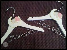 Perchas Personalizadas 82 001 http://www.lacasitadecuqui.es/2013/01/perchas-personalizadas-de-candela-y-manuela/