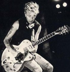 Stray cats' brian setzer- rock n roll at its finest Music Love, Music Is Life, Rock Music, Rockabilly Rebel, Rockabilly Fashion, Rockabilly Style, Gretsch, Fender Stratocaster, Rock N Roll