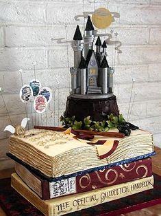 Si tu boda lleva alguna temática particular, quizás puedas inspirarte en las tartas de boda de fondant homenaje al mundo mágico Harry Potter. Una magia que va más allá de los libros